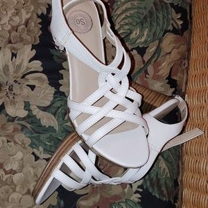 SO Strappy heeled sandals. Criss cross